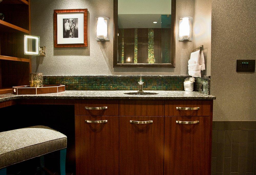 Porter Wagoner Suite His Bath